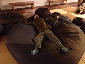 一番大きいソファーを満喫
