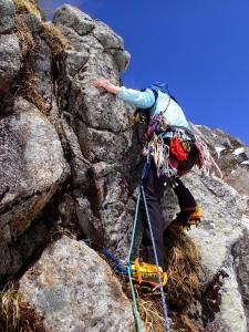 岩のかたまりをまっすぐ登る