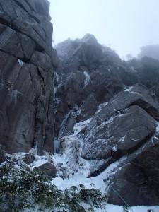 後尾根のあとはこの岩場