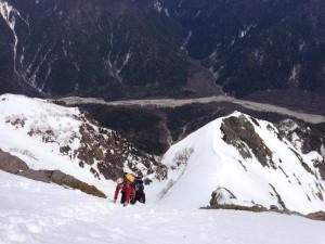 雪壁を登り頂上へ