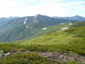 北ノ俣岳から望む黒部五郎岳。小屋泊で縦走する年配者が多い